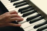 keyboard player using Music Dials .com